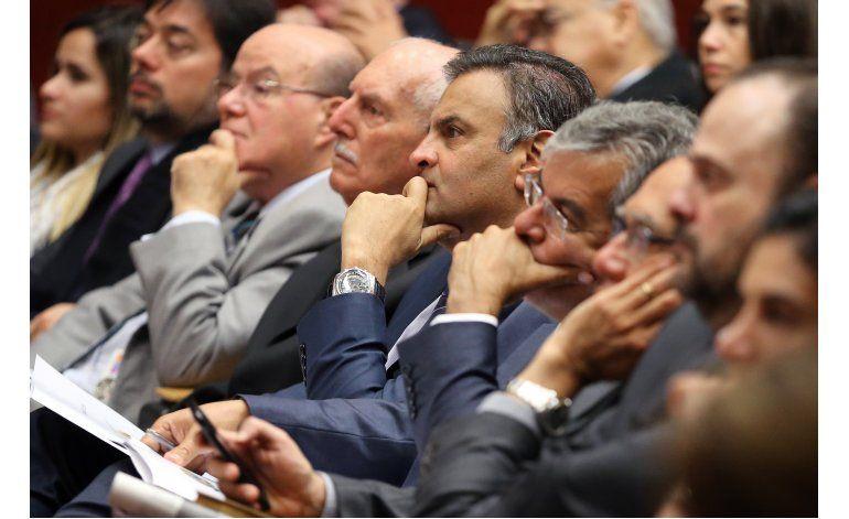 Fiscal de Brasil pide investigar a políticos prominentes