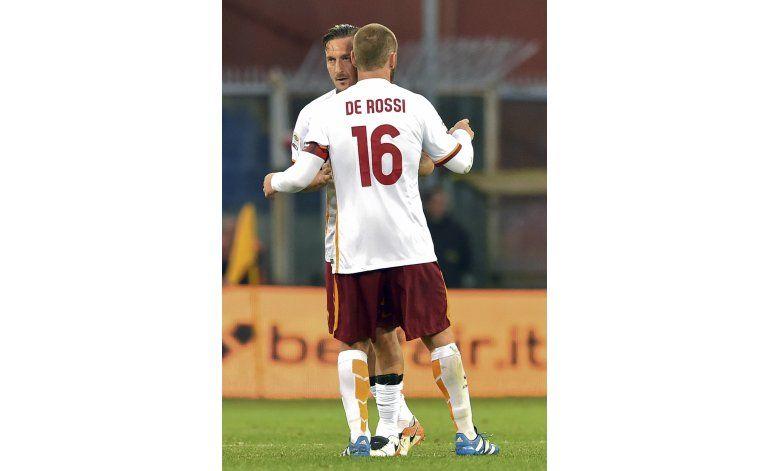 Roma gana pero Napoli sigue arriba con 2 de Higuaín