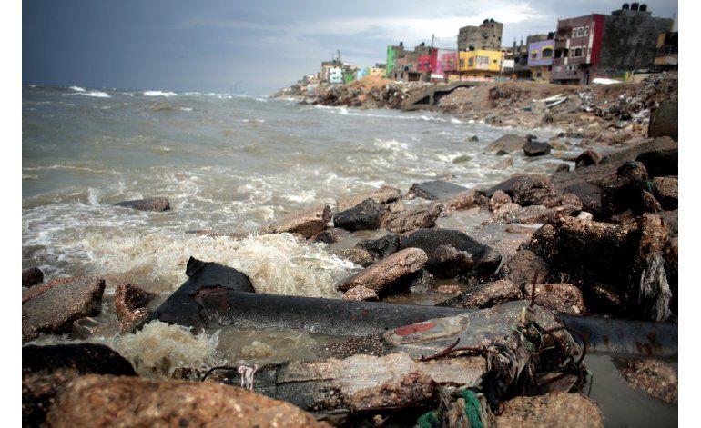 Alcantarillas de Gaza envenenan la costa y amenazan a Israel