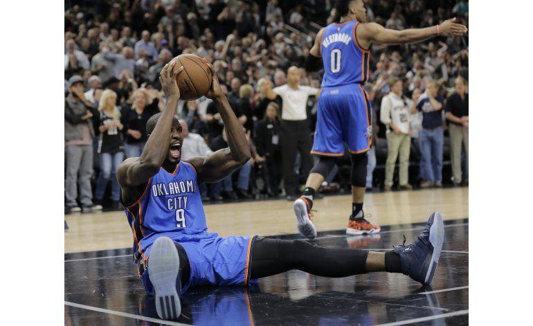 Thunder supera a Spurs y empata la serie