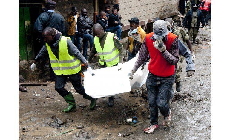 Sacan bebé de los escombros de edificio colapsado en Kenia