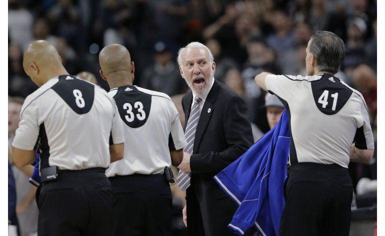 Arbitros admiten que debieron pitar falta de Waiters