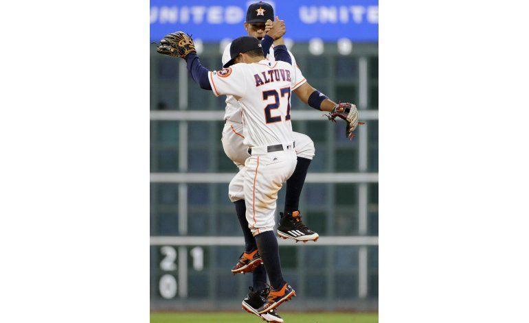 Con jonrones de Castro y Springer, Astros vencen a Mellizos