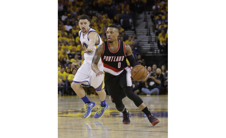 Warriors remontan en 4to, logran 2-0 en serie en Portland