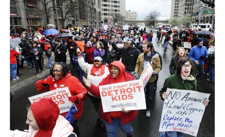 Detroit: Maestros regresan a las aulas tras protesta