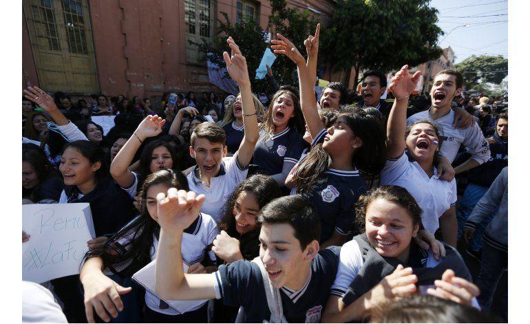 Paraguay: Protesta estudiantil contra ministerio Educación