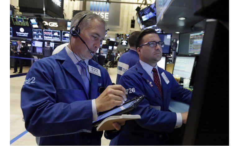 Wall Street baja por débil informe de contrataciones