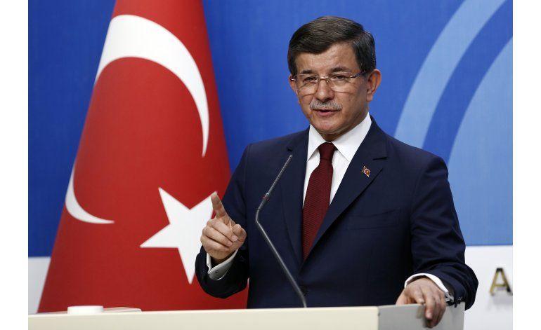 El primer ministro turco anuncia su renuncia