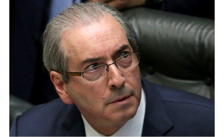 Corte Suprema suspende a líder legislativo de Brasil