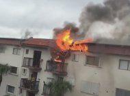 regresan a sus viviendas residentes que fueron evacuados luego de un incendio en su edificio en hialeah