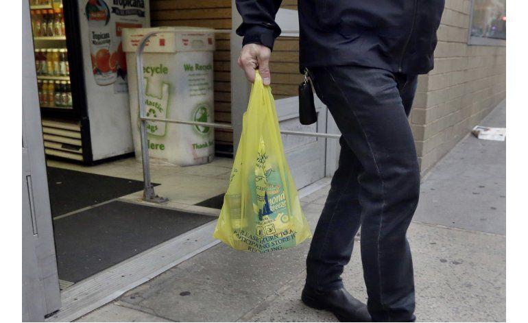 NY impone cargo de 5 centavos por cada bolsa de plástico