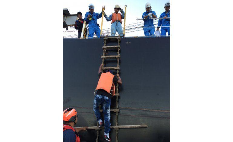 Rescatan en el Pacífico a un marinero colombiano