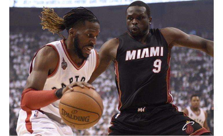 Raptors empatan la serie al Heat, en tiempo extra
