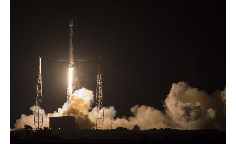 Cohete SpaceX aterriza en mar por 2da vez tras lanzamiento