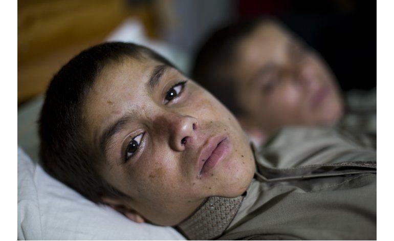 Pakistán trata a dos niños que quedan paralizados cada noche