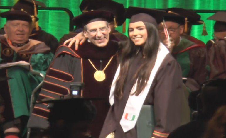 Universidad de Miami se viste de gala para la graduación de miles de estudiantes