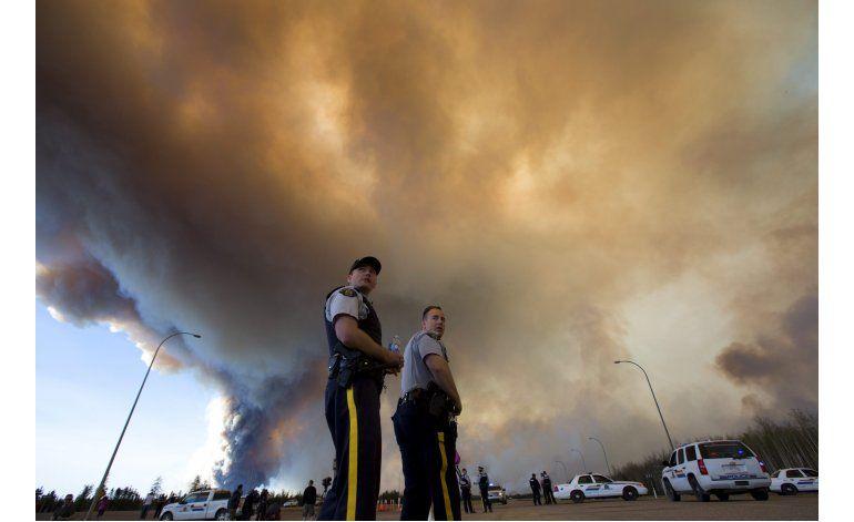 Canadá: Desalojados ven destrucción por incendio forestal