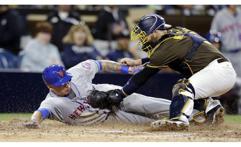 Los Padres blanquean a Mets 2-0