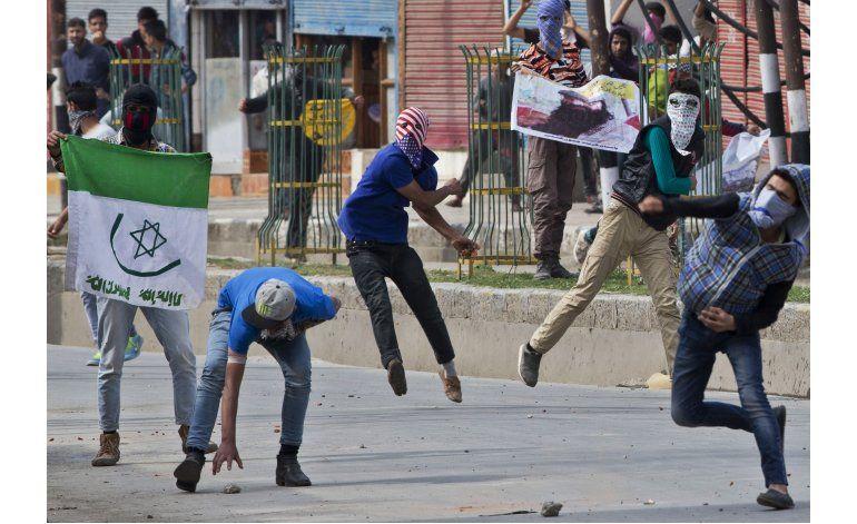 Protestas en la Cachemira india tras muerte de tres rebeldes