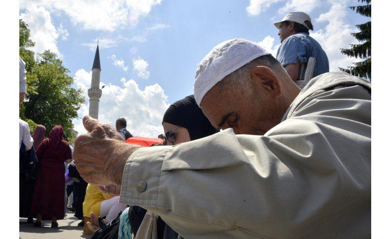 Musulmanes bosnios reabren mezquita derribada por serbios