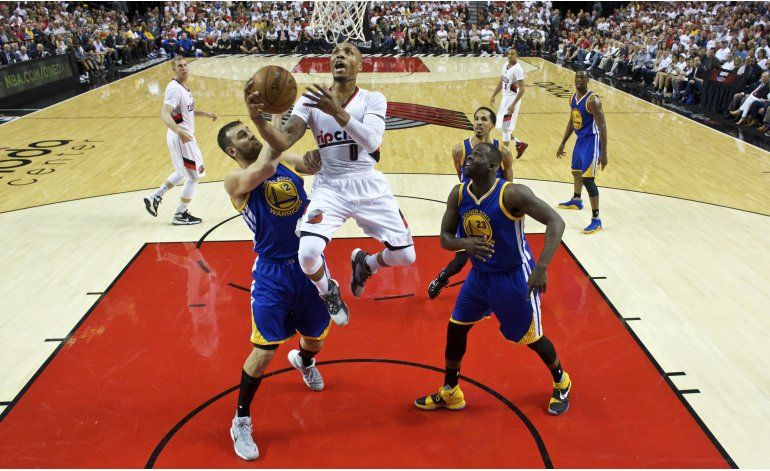 Lillard anota 40, Blazers reducen ventaja de Warriors a 2-1