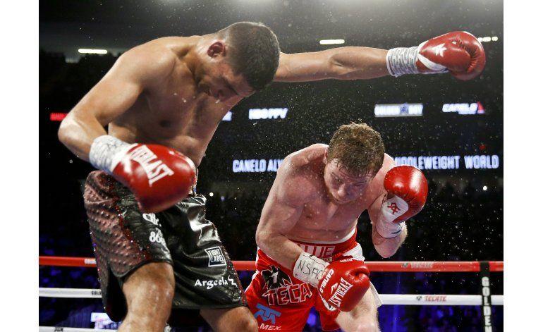 Canelo Álvarez noquea a Amir Khan en el sexto asalto