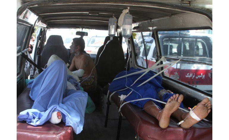 Afganistán: 52 muertos en choque de buses y camión cisterna