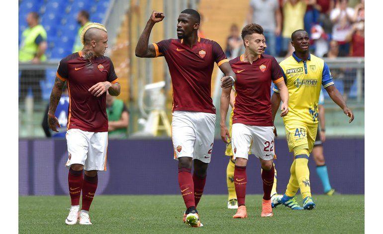 Napoli se aferra al segundo puesto en Italia