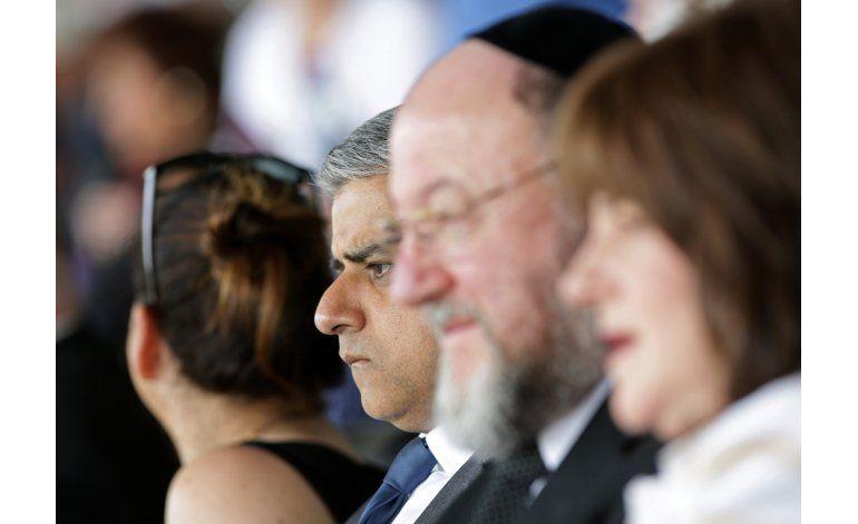 Alcalde musulmán de Londres conmemora Holocausto Judío