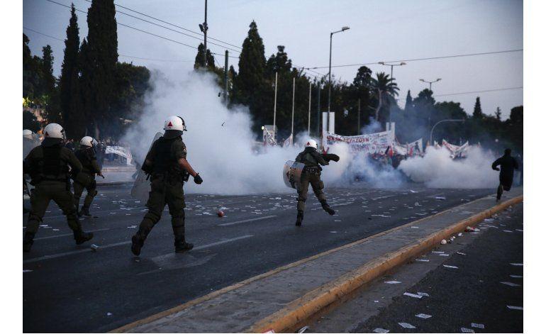 Grecia aprueba reforma a sistemas fiscales y de pensiones