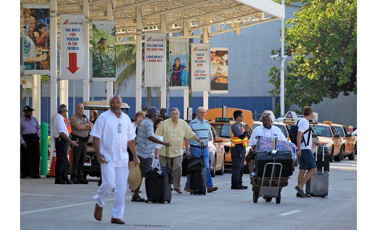 Crucero de histórico viaje a Cuba regresa a Miami