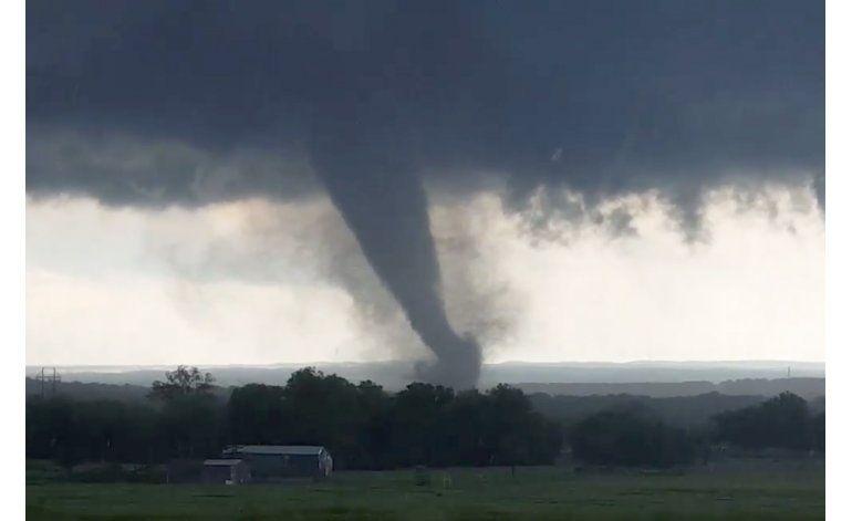 Al menos dos muertos por tornado en Oklahoma