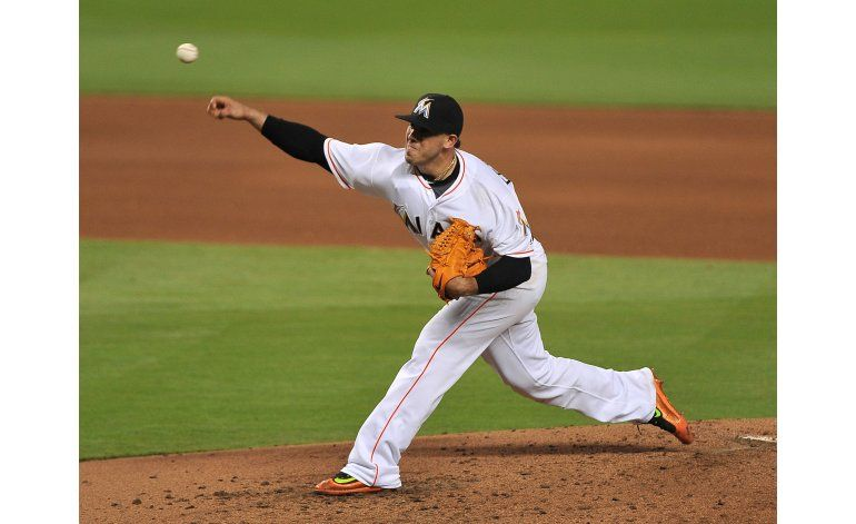 Fernández domina en 7 innings, Marlins derrotan a Milwaukee