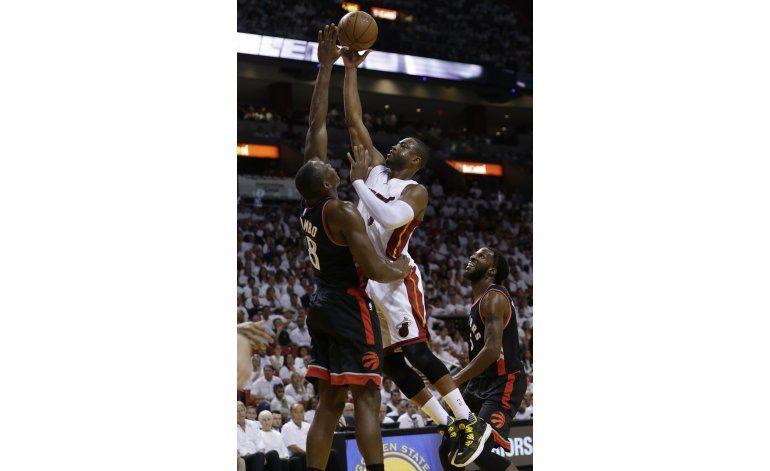 Wade anota 30 y el Heat se impone en tiempo extra