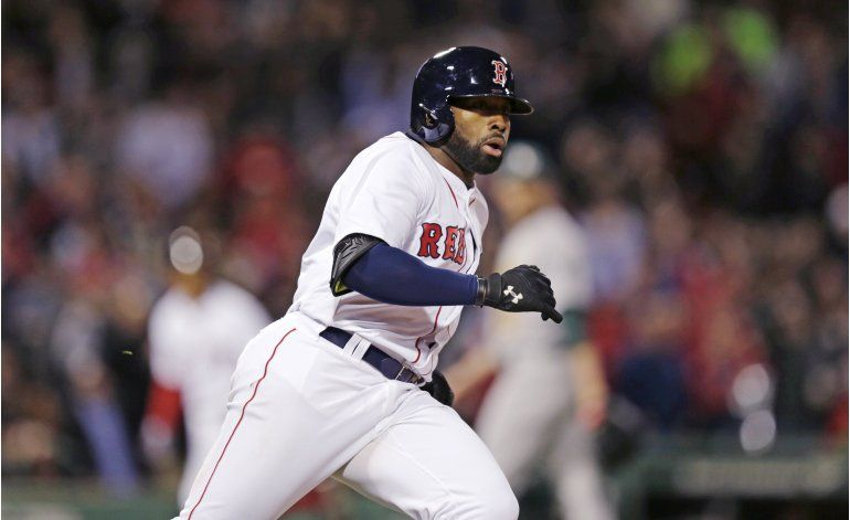 Bradley dispara grand slam, Boston tritura a los As