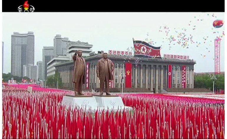 Gran desfile tras congreso que afianza al líder norcoreano