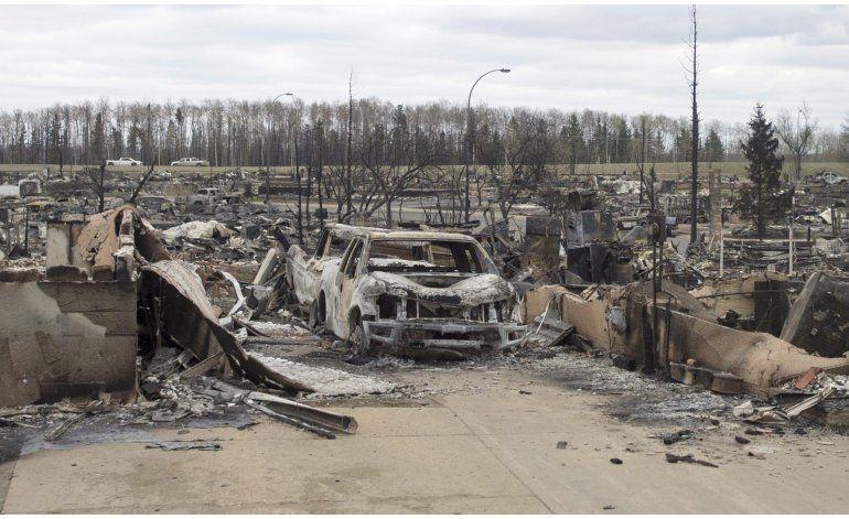 Ciudad de Alberta es salvada de incendio voraz en Canadá