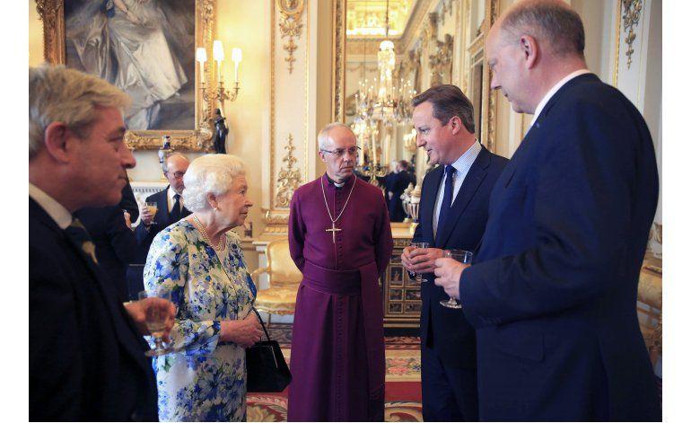 Isabel II califica a enviados chinos de groseros