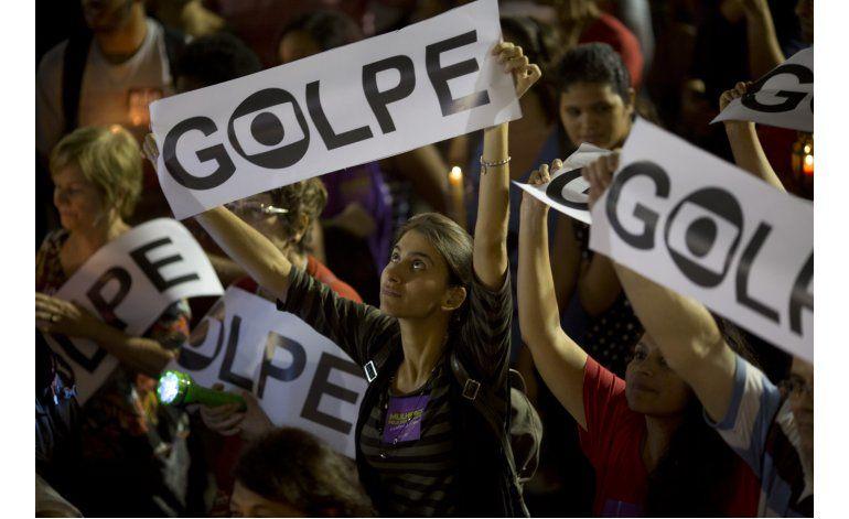 LO ULTIMO: Seguidores de Rousseff se enfrentan a la policía