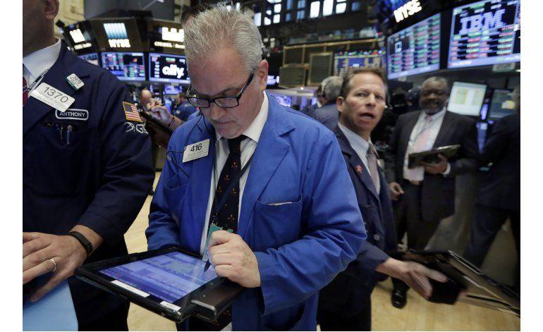 Wall Street cierra en baja tras caída de Macys