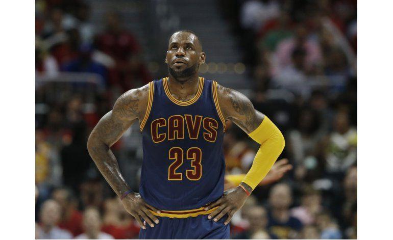 LeBron cuestiona premio al Más Valioso, pero no a Curry