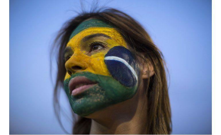 Dilma Rousseff promete luchar contra su suspensión