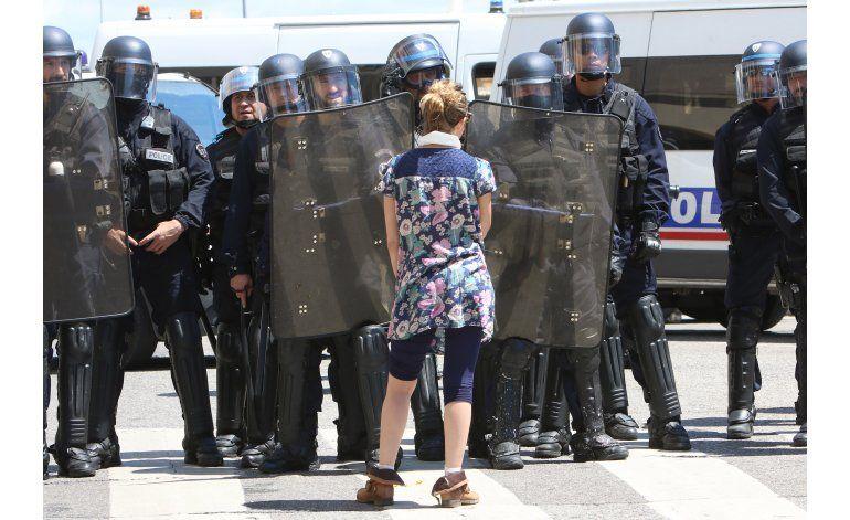 Francia: gobierno sobrevive voto de confianza