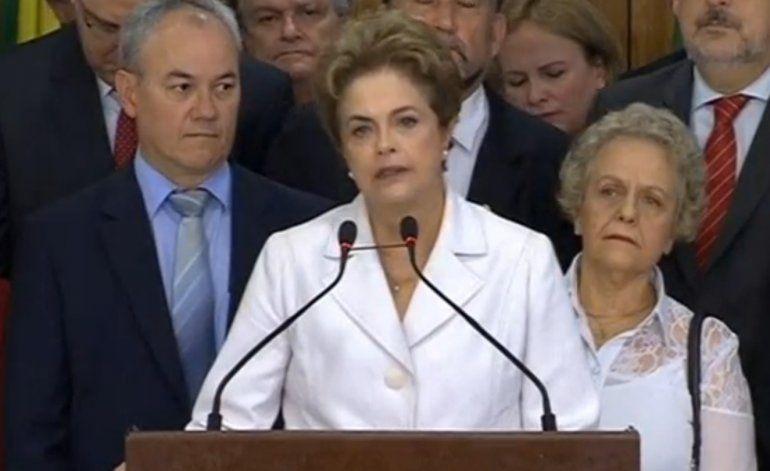 Dilma Rousseff llama a brasileños a movilizarse contra lo que consideró un golpe en su contra