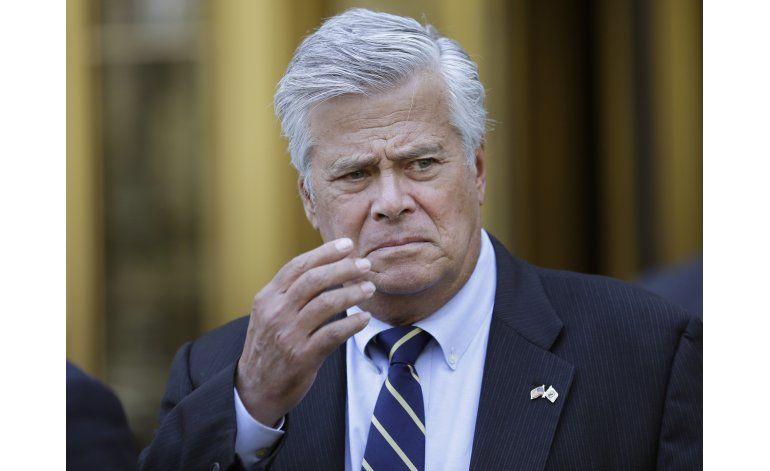 Ex líder del Senado de NY es sentenciado a 5 años de prisión