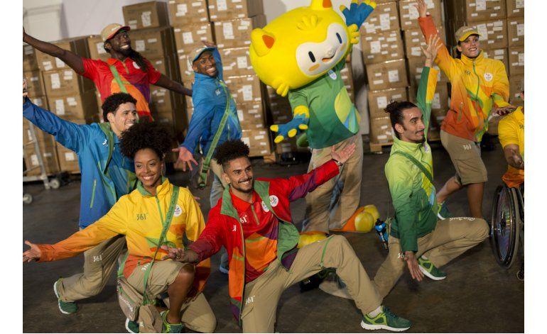 Revelan uniformes de personal para Juegos Olímpicos