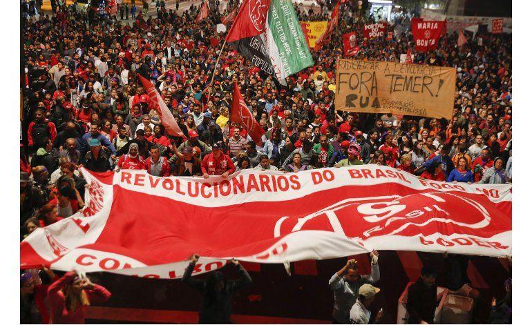 Washington confía en que Brasil soportará turbulencias