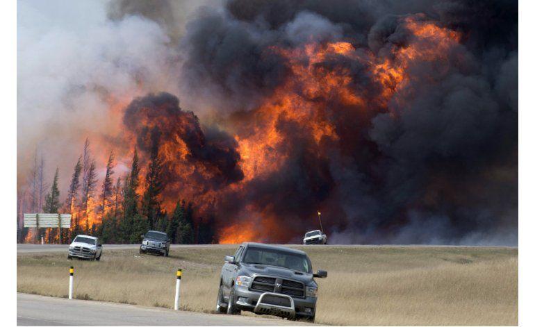 Premier canadiense visita zona de incendio