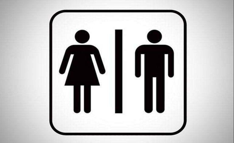 Uso de baños en las escuelas  por estudiantes transgénero enciende la polémica