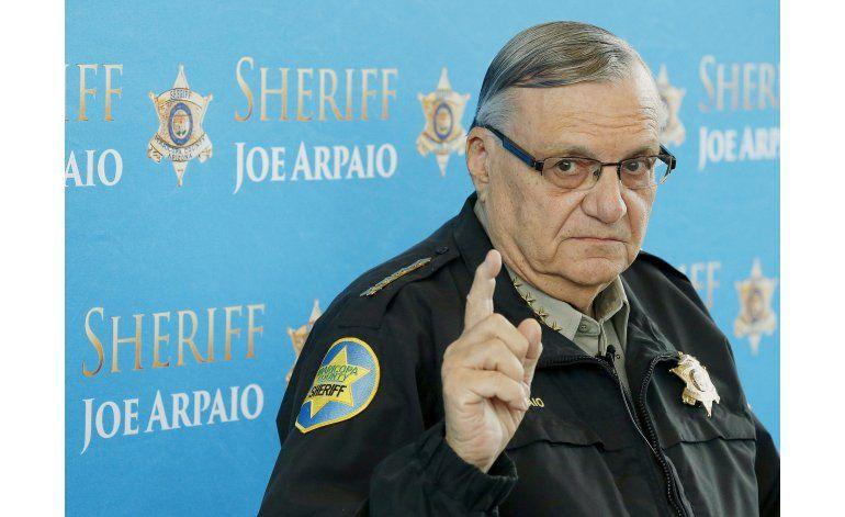 Juez halla al jefe policial Arpaio en desacato de la corte